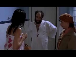 شاب يتجسس على زوجة ابوه بالحمام
